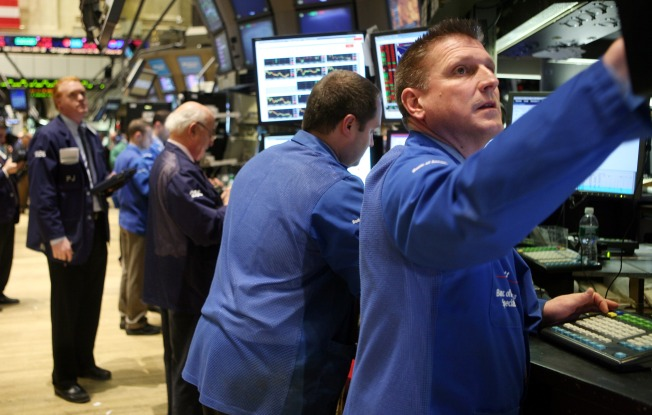 Stocks Rise Slightly to Close Down Week