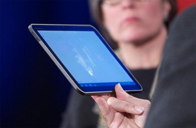 First Look at a Motorola Tablet Running Android 3.0 Honeycomb