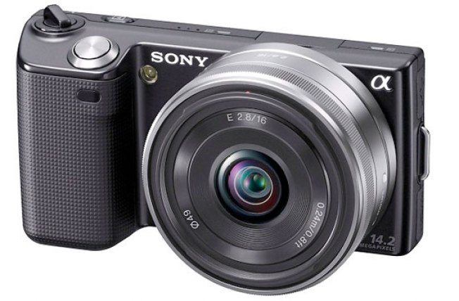 Sony NEX-5 Combines Super-Slim Camera Bodies With Huge Lenses