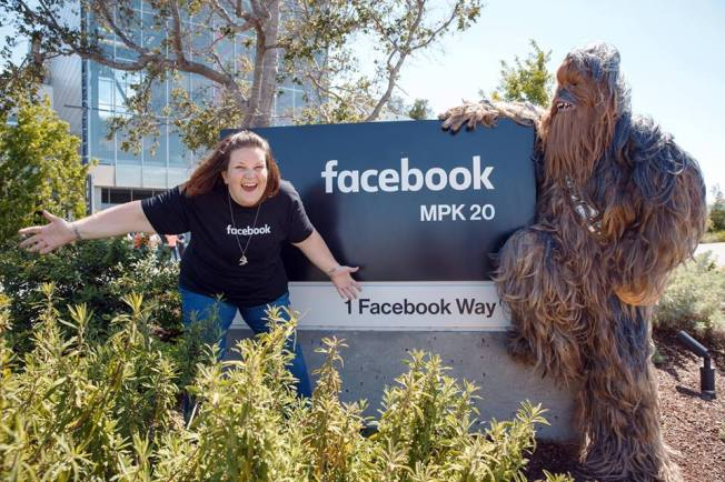 Chewbacca mask mom meets Wookie