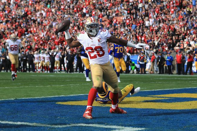 49ers' Hyde Exits With Knee Injury in Fourth Quarter vs Rams