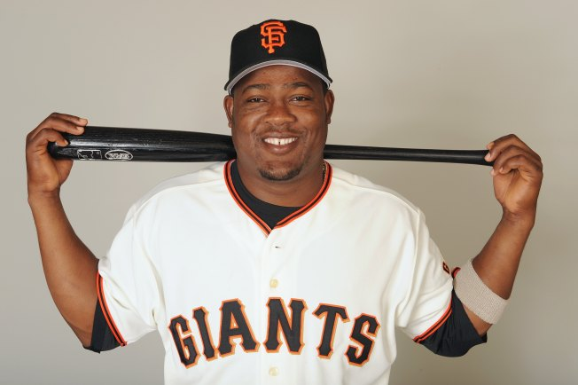 Giants' Uribe Plans Orange Beard for Playoffs