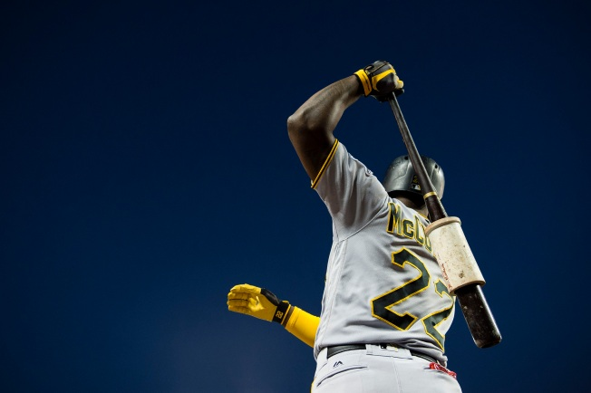 Pirates deal star outfielder Andrew McCutchen to Giants