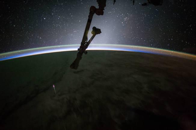 SpaceX Splashdown: Dragon Capsule Returns From Space