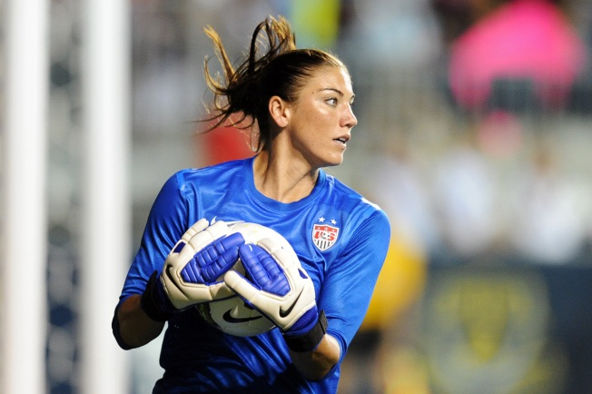 Hope Solo Rips Brandi Chastain on Twitter