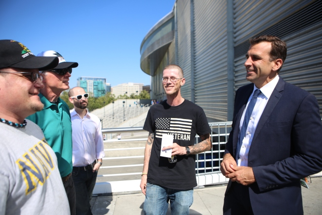 San Jose Mayor Helps Veterans Attend Sharks Stanley Cup Final Game