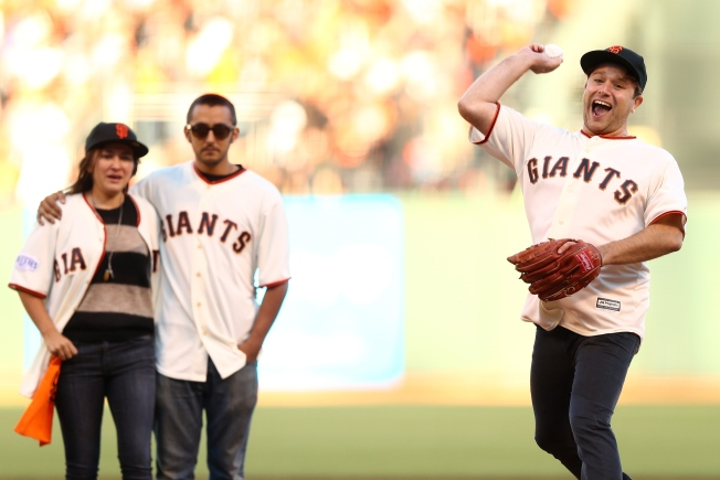 Robin Williams' Children Throw Out First Pitch at World Series Game 5