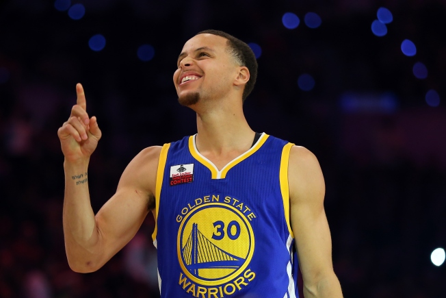 Curry Tops Thompson, Irving in Finals to Win 3-point Contest
