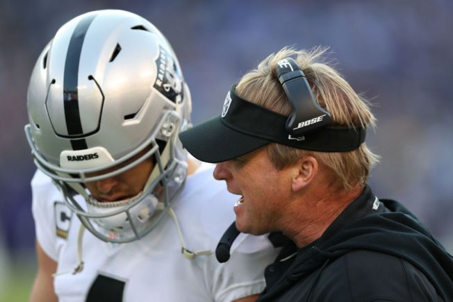 Raiders' Offense Starting to Click, Thanks to Carr