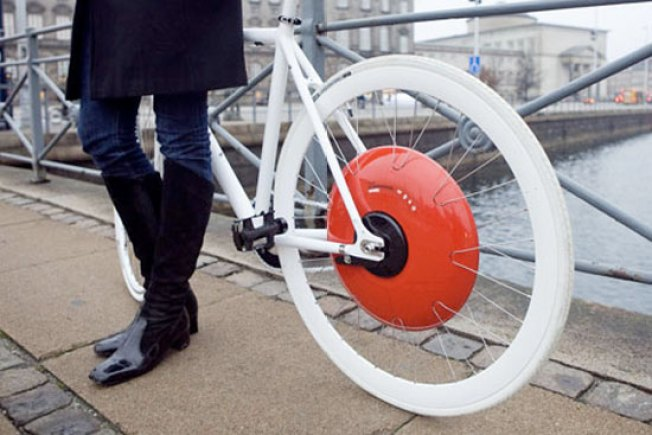 Genius Hubcap Makes Any Bicycle Electric