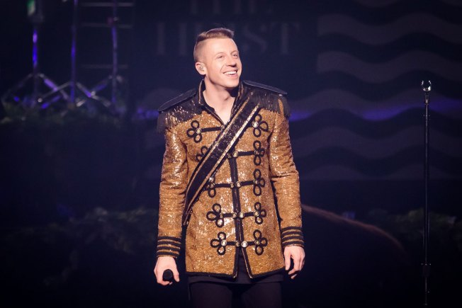 Macklemore & Ryan Lewis Use AMAs to Send Message