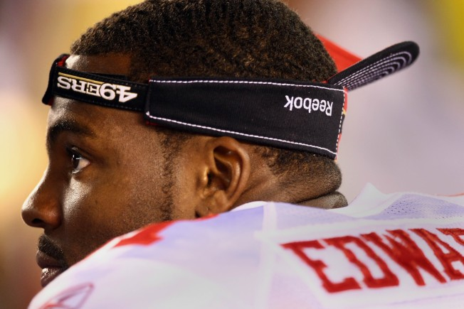 49ers Braylon Edwards Gives His Salary to College Kids