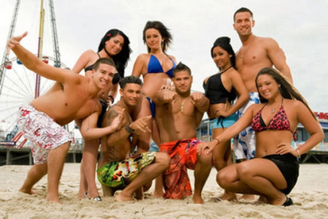 "Entire ""Jersey Shore"" Cast Re-signs for Season 3"