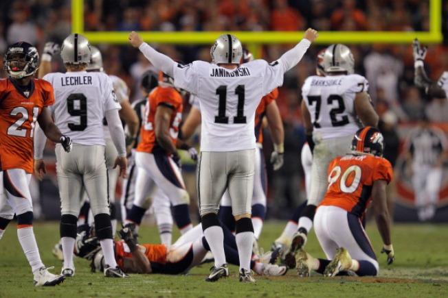 Janikowski Gives the Raiders a Leg Up