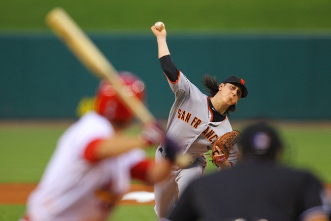Giants Rally to Beat Cards in 11