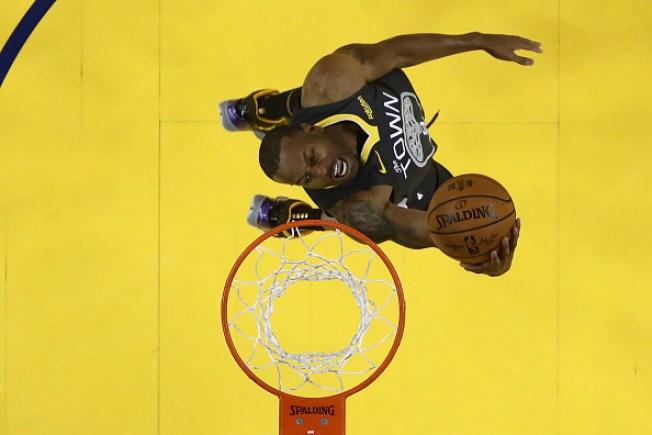 Warriors Trade Andre Iguodala, Future Pick to Grizzlies: Report
