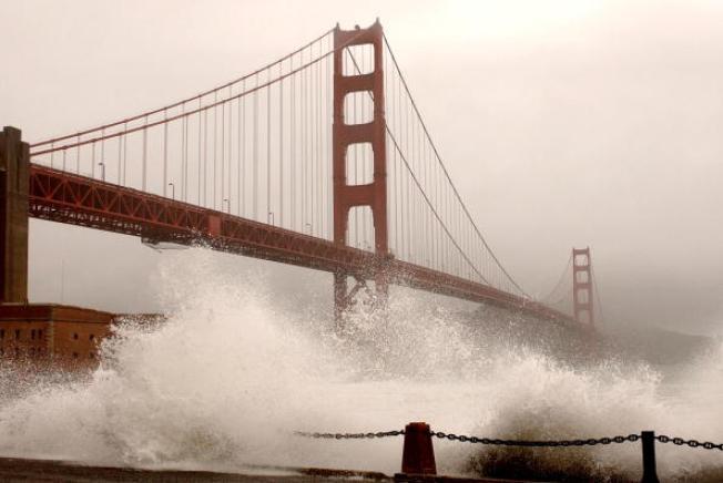 Teen Survives Golden Gate Bridge Jump