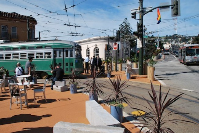 Castro's Temporary Plaza Is Ready to Commit