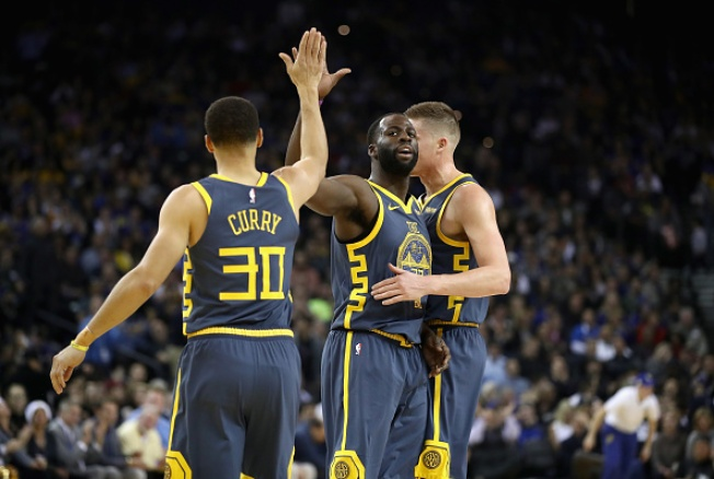 quality design a74ed 46faa Curry Reaches Milestone in Warriors' Win Over Grizzlies ...
