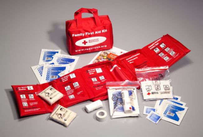 [LA GALLERY] What to Keep in an Earthquake Emergency Kit