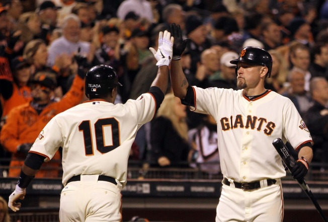 Giants Rally to Down D-Backs
