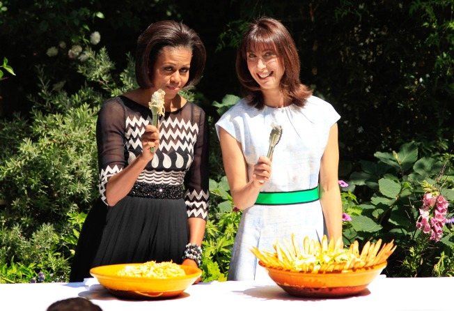 Important Girl Talk: Alice Waters to Cook for Michelle Obama During Bay Area Visit
