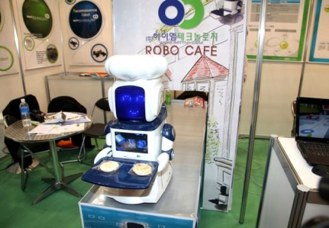 Robo Cafe Robot Promises End to Waiters and Tips