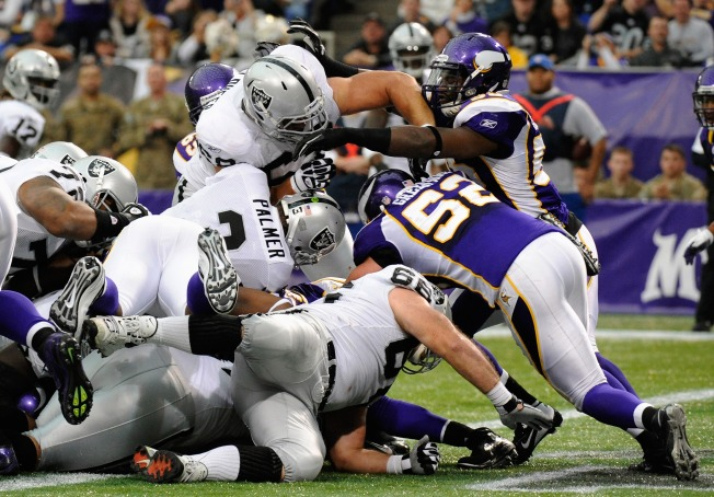 Raiders Build Big Lead, Then Hold Off Vikings