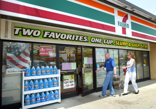 U.S. immigration agents raid 7-Eleven stores