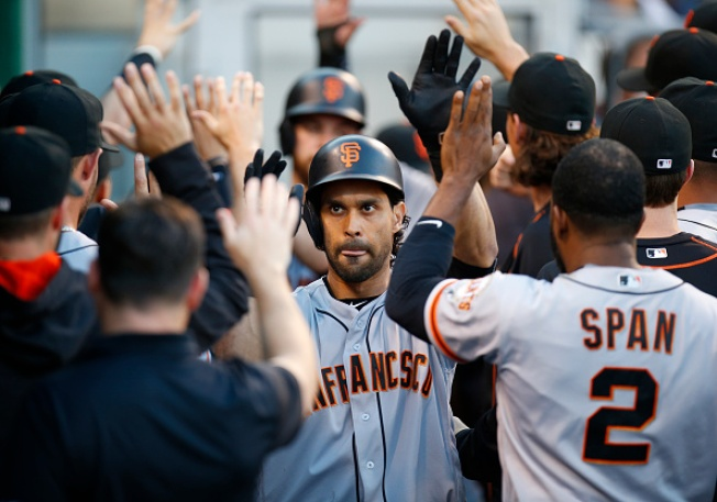 Giants' Bats Come Alive in 15-4 Rout of Pirates