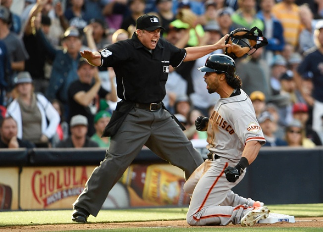 Giants and Padres Squabble Over Chewing Gum