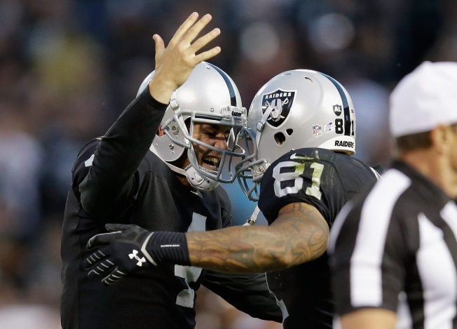 Carr Puts On a Show, Raiders Win 41-31