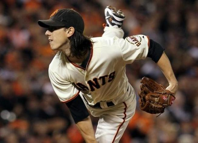 Giants Win as Lincecum Shines