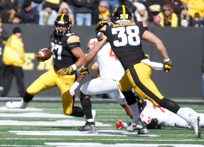 Standout Iowa Tight End to Meet With Raiders