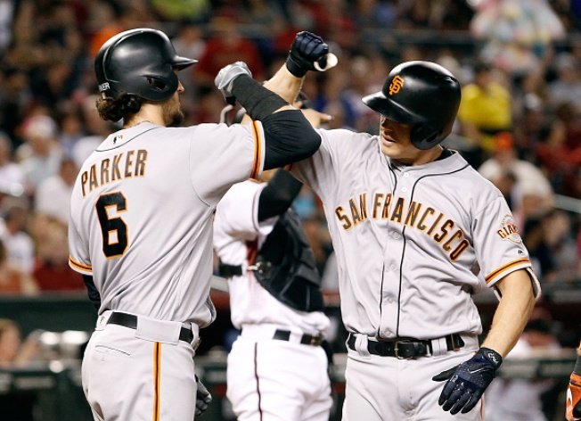 Hundley, Pence Power Giants Past Diamondbacks