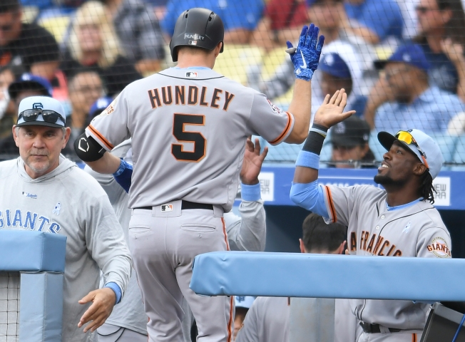 Hundley, Belt Homer to Lift Giants to 4-1 Win Over Dodgers
