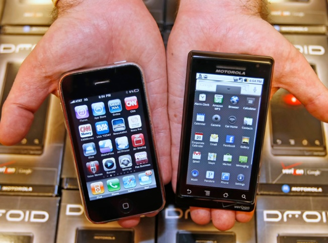 Google or Apple? For Tech Execs, a Hard Choice