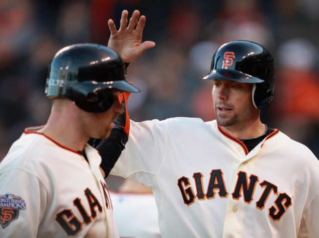 Giants Rally to Beat the Reds