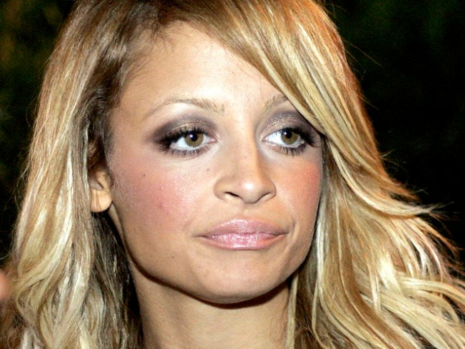 "Nicole Richie Plans ""Complicated"" Sitcom on ABC"