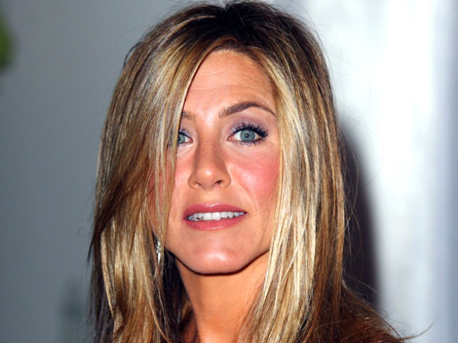 "Jennifer Aniston Scolded for Calling Herself a ""Retard"""