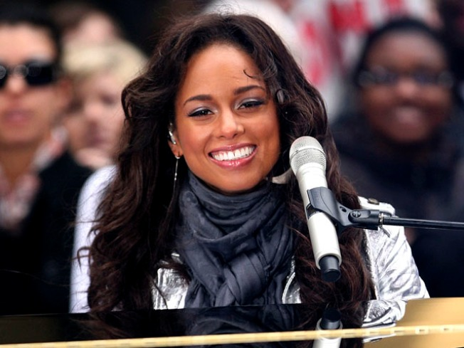 Alicia Keys to Take 5 People on Trip to Africa