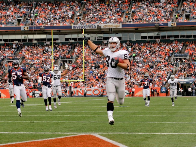 Raiders Demolish Broncos, 59-14