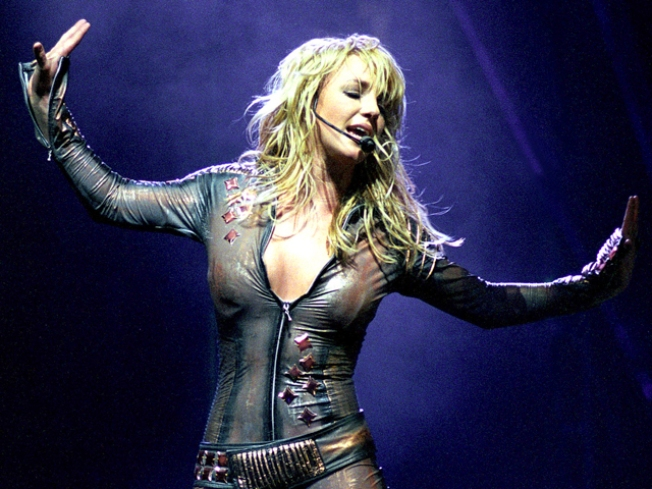 """Michael Buble: Criticism of Britney's Lip-Synching Is """"Nasty"""""""