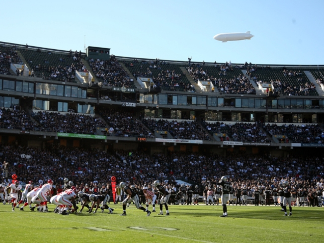 Raiders Extend Deal to Stay in Oakland