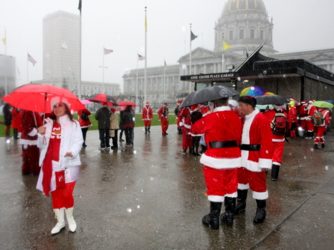 Soggy Santas Scour the City