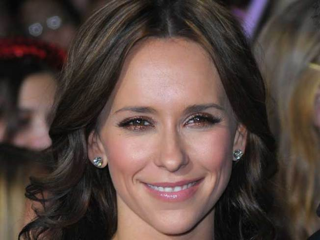 Jennifer Love Hewitt Seeks To Follow Her Own Advice On Romance In Her New Book