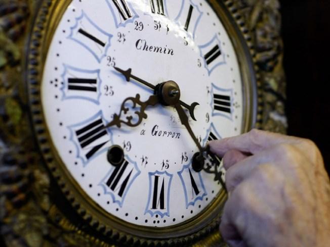 Raiders Literally Turn Back the Clock