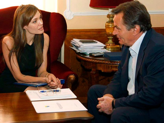 Jolie Visits Bosnia, Hopes To Support Education