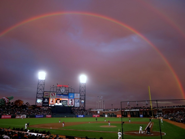 Double Rainbow Wows Giants Fans