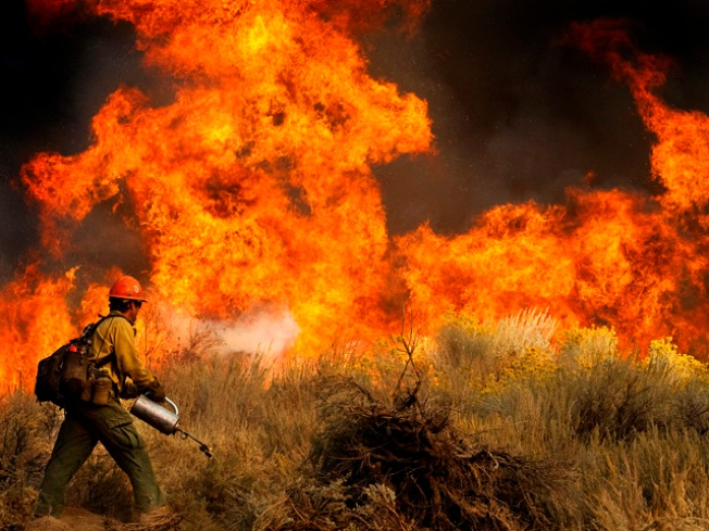 Firefighters Protect SoCal Mountain Town